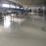 Pavimento in resina negli ambienti di produzione di un'industria alimentare in provincia di Belluno.