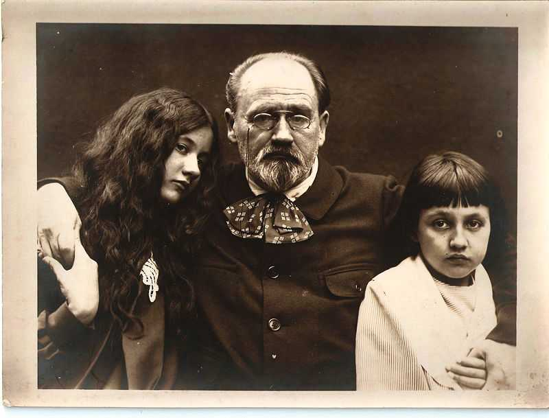 Emile Zola with his children Jacques and Denise