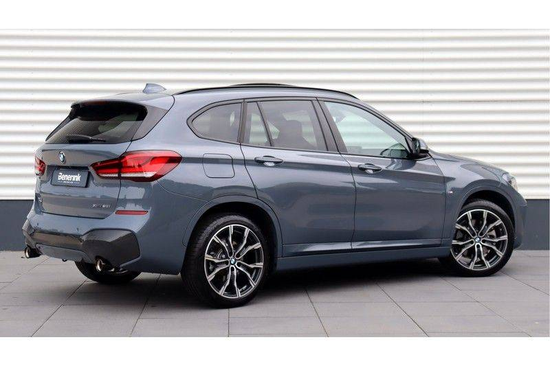 BMW X1 xDrive20i High Executive M Sport Panoramadak, Head-Up Display, Leder, Trekhaak afbeelding 3