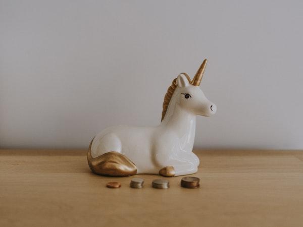 hucha de unicornio dorado