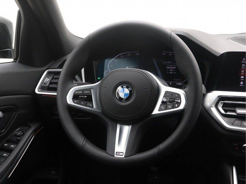 BMW 3 Serie Touring 318i Executive Sport Line Automaat afbeelding 2
