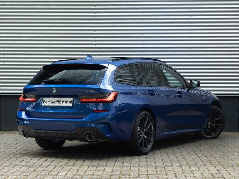 BMW 3 Serie Touring 330i M-Sport - Panorama - 19 Inch M-Performance - Active Cruise Controle afbeelding 4