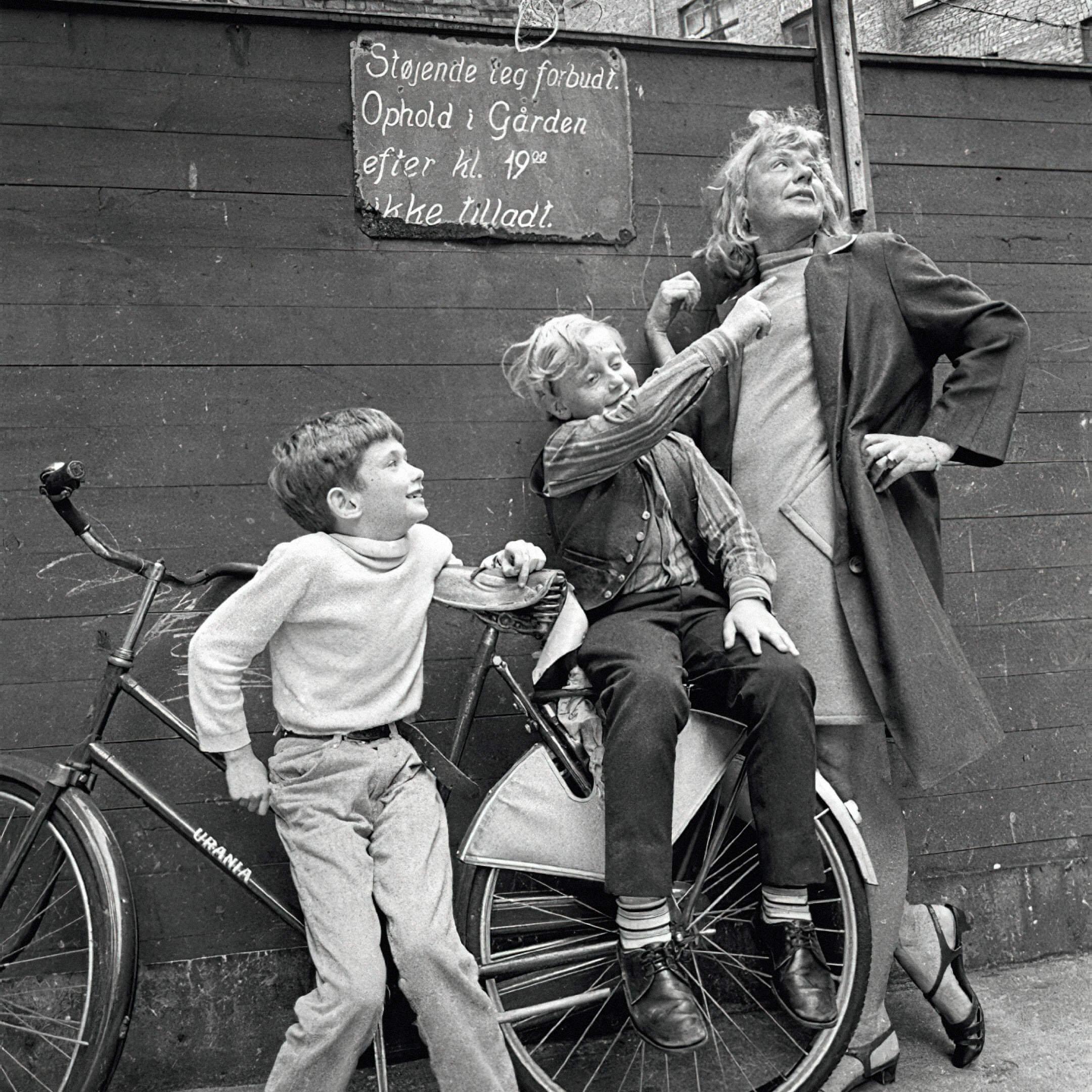 Тове с детьми в Вестербро. Фото: Кнуд Якобсен, Polfoto