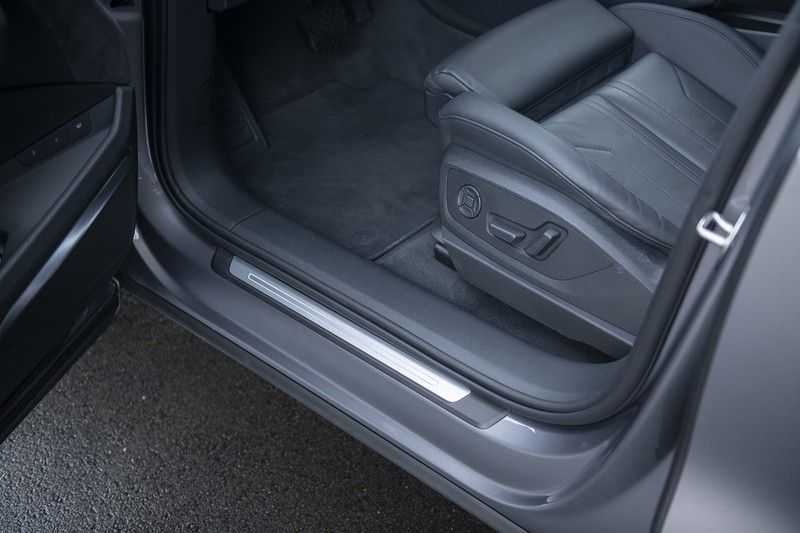 "Audi E-tron 55 e-tron quattro Advanced Pro Line S DECEMBER 2018!! € 146,- netto bijtelling pm! Head-up + B&O etc. Tot januari 2024 4% bijtelling!! Prijs inclusief 22"" velgen afbeelding 16"