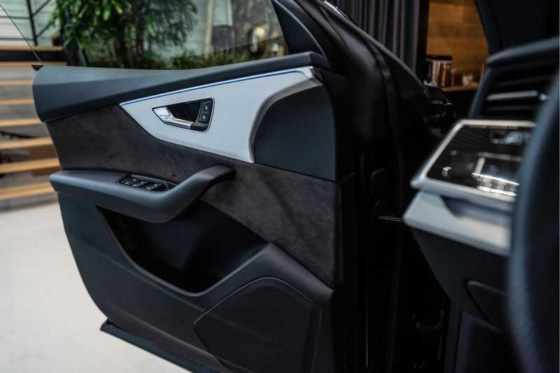 Audi Q8 55 TFSI quattro 3x S-line | PANO | 4 wielsturing | Tour | Trekhaak | Matrix LED | afbeelding 17