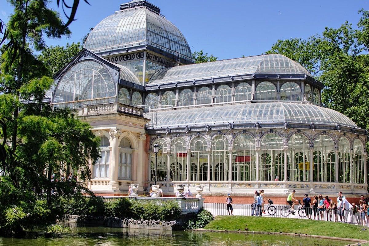 Ang fachada ng Palacio de Cristal