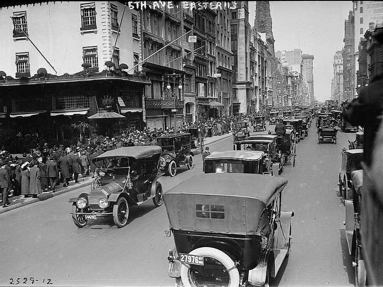 Fifth Avenue in New York City on Easter Sunday in 1913. Photographer unknown.