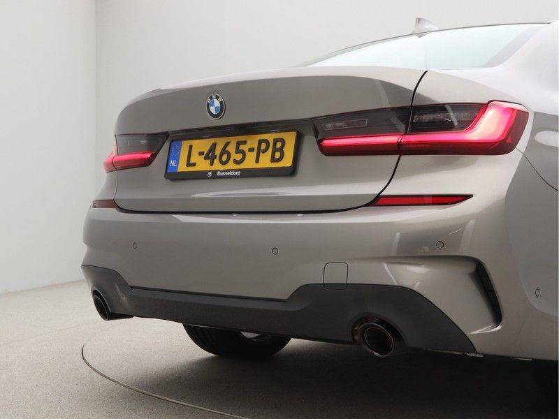 BMW 3 Serie Sedan 320i High Executive M-Sport Automaat afbeelding 23
