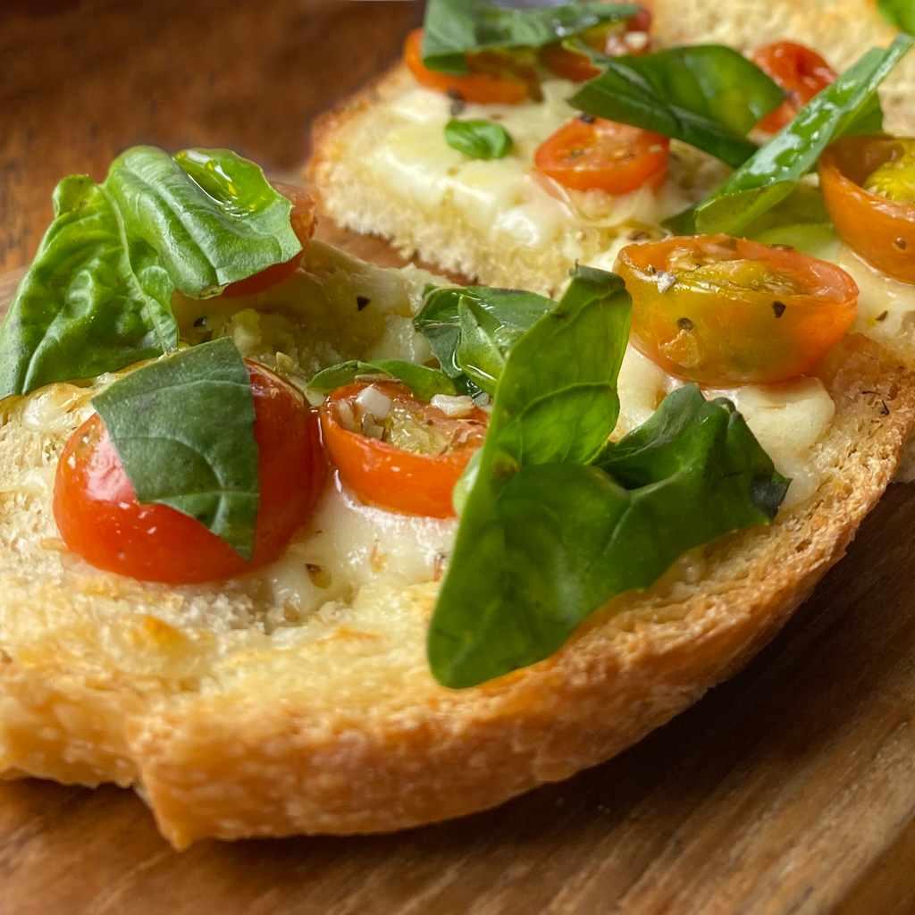 appetizers: crostone tricolore