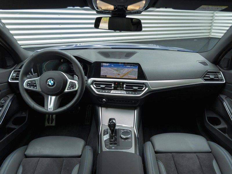 BMW 3 Serie Touring 330i M-Sport - Panorama - Driving Assistant Professional - DAB afbeelding 13