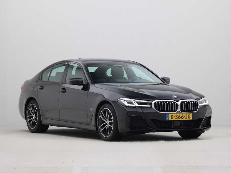 BMW 5 Serie Sedan 520i High Executive M-Sport Automaat afbeelding 2
