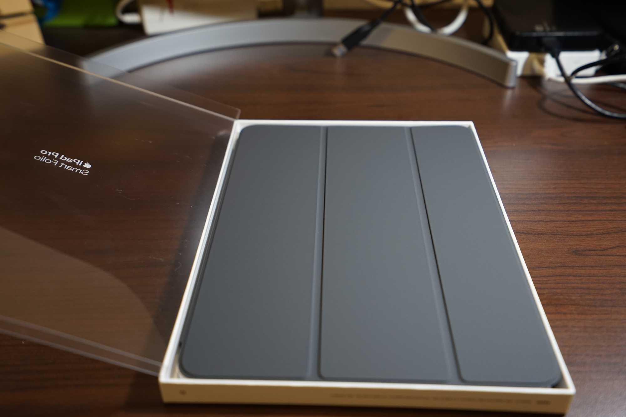 Inside Apple Smart Folio Box