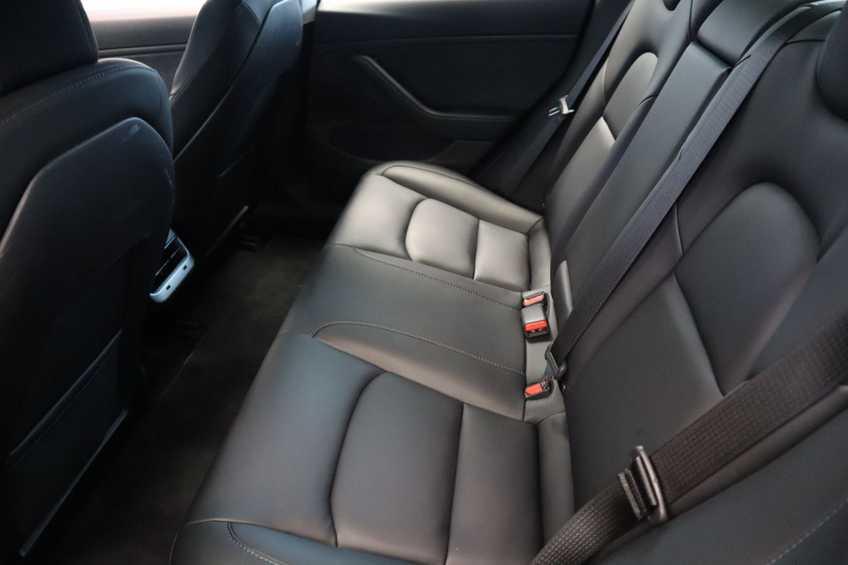 """Tesla Model 3 Long Range EX BTW FSD! Rood Zwart Navigatie 18""""LM 4% Bijtelling afbeelding 21"""
