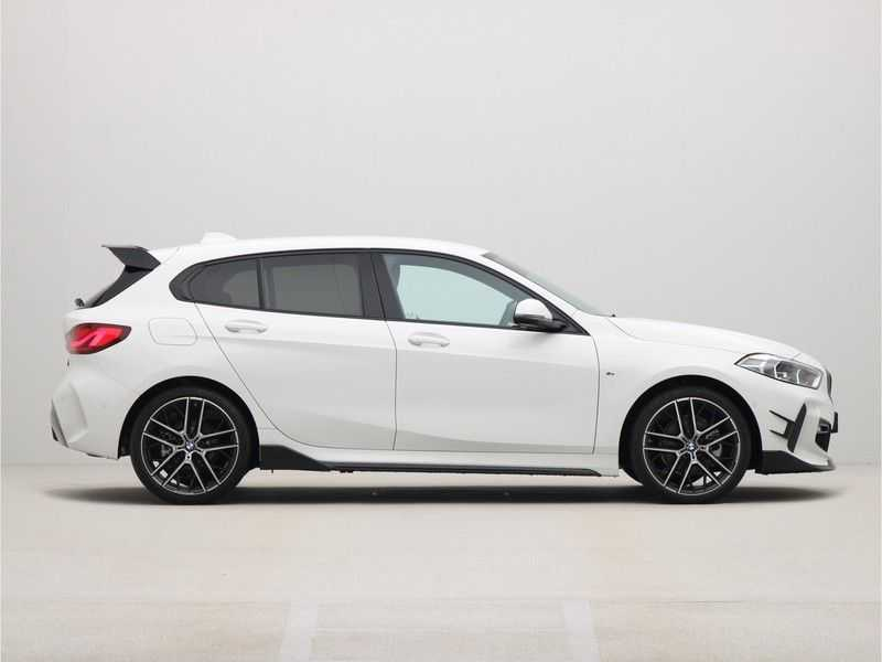 BMW 1 Serie 5-deurs 118i Executive Edition M-Performance Automaat afbeelding 8