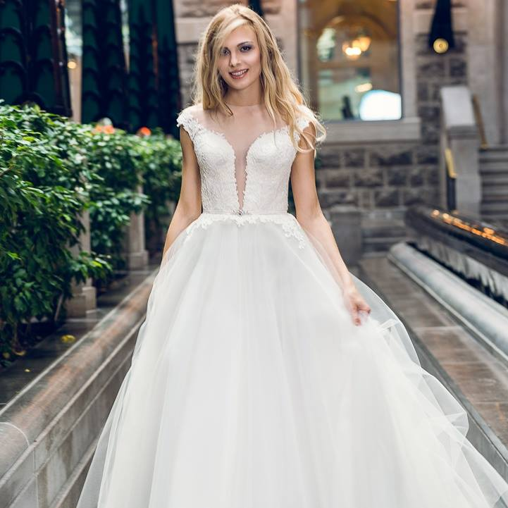 wedding dress montreal haute couture design lace lilia elegant