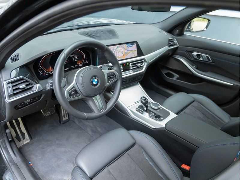 BMW 3 Serie Touring 330i M-Sport - Panorama - Trekhaak - Camera - Harman Kardon afbeelding 15