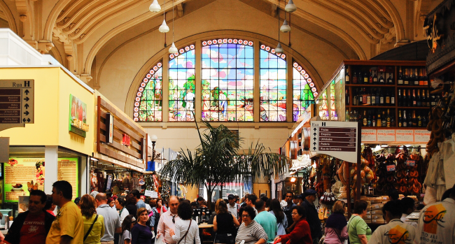 The famous São Paulo Municipal Market, one of the city's many world class architectural landmarks, served as headquarters for the 1932 Revolution. Today it is a gastronomical paradise.