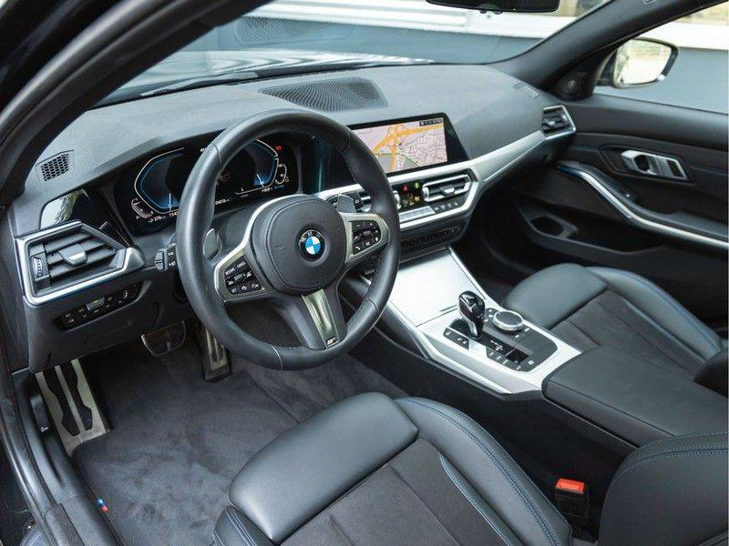 BMW 3 Serie Touring 330e xDrive M-Sport - Panorama - Harman Kardon - Active Cruise afbeelding 12
