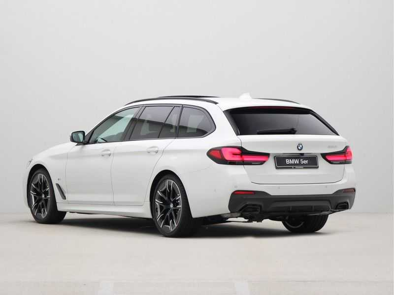 BMW 5 Serie Touring 530i Launch Edition M-Sport Automaat afbeelding 10
