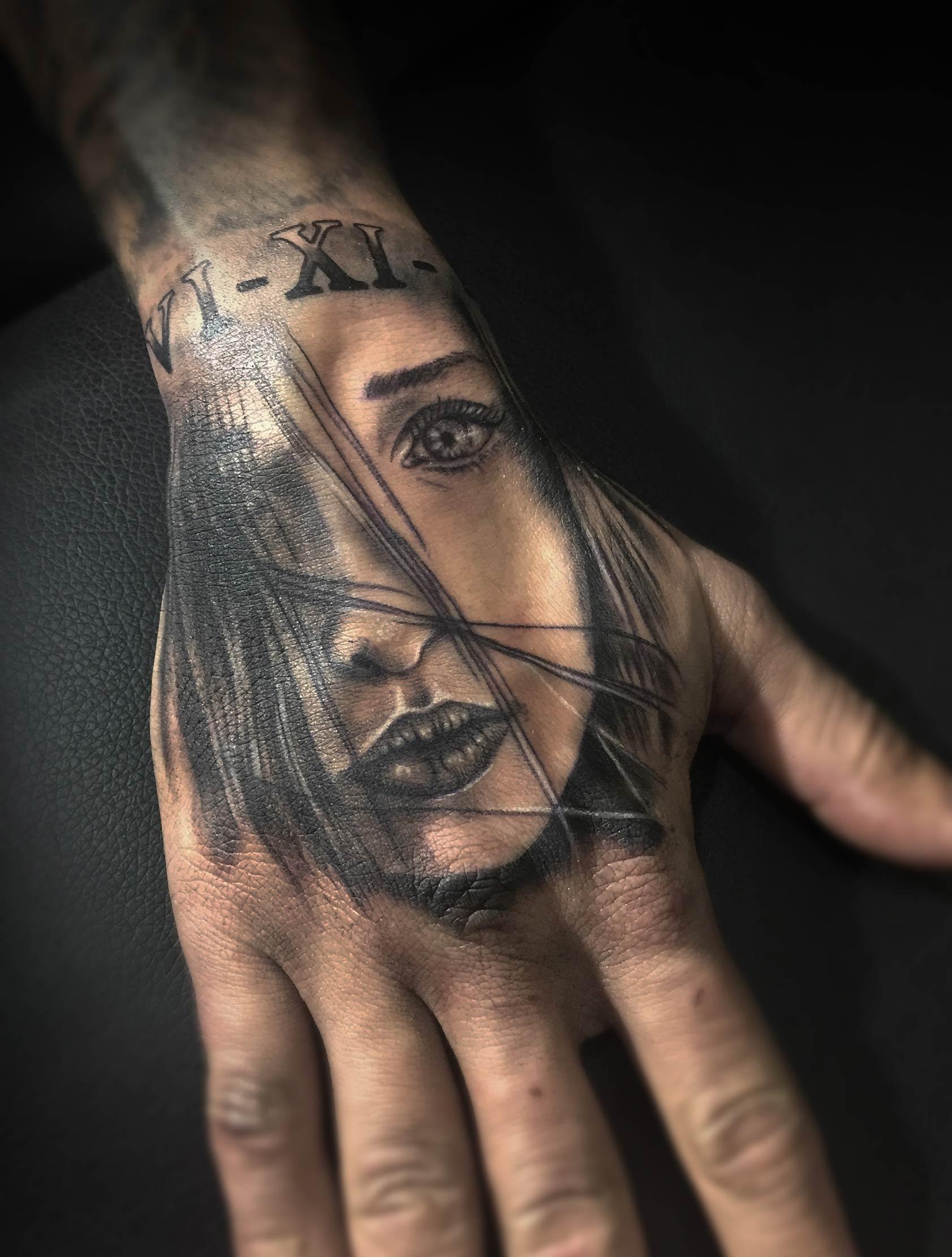 tatuaje cara chica