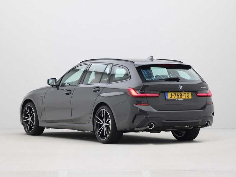 BMW 3 Serie Touring 330e PHEV High Executive M-Sport Automaat afbeelding 12