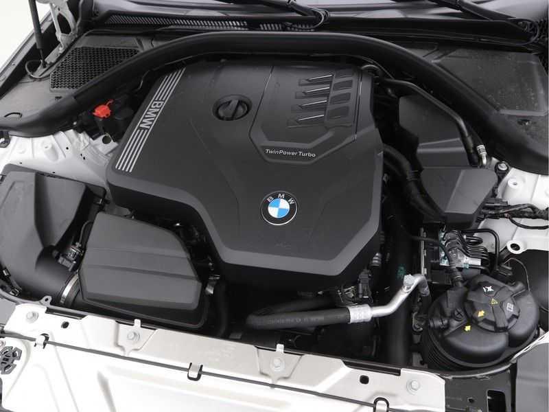 BMW 3 Serie Sedan 320i High Executive M-Sport Automaat afbeelding 3