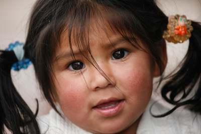 Peruvian girl by Alex Proimos. Creative Commons