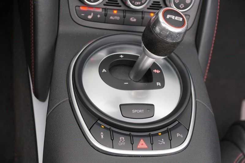 Audi R8 Spyder 5.2 V10 FSI / Akrapovic / Carbon Pack / B & O / Ceramic / Camera / Audi Exclusive / Cruise afbeelding 21