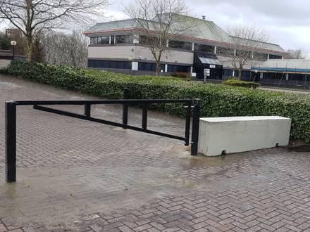 3m Manual Arm Barrier & Concrete Barriers – Swindon
