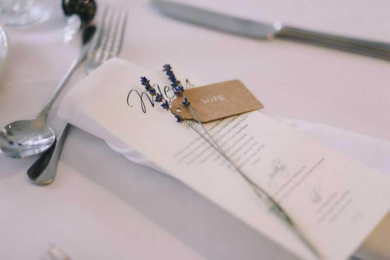 Tafel opgemaakt door een bruiloft styliste