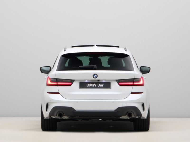BMW 3 Serie Touring 318i Exe M-Sport Aut. afbeelding 3