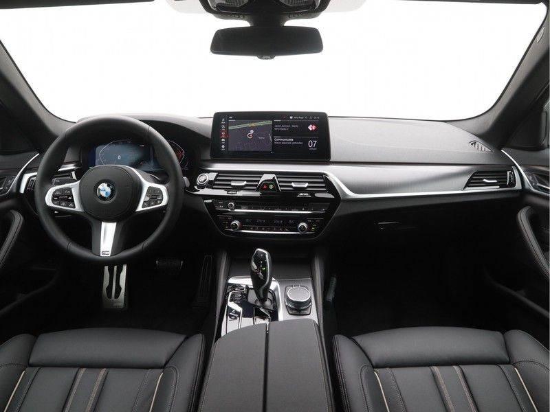 BMW 5 Serie Sedan 520i High Executive M-Sport Automaat afbeelding 13