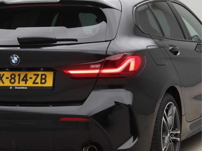 BMW 1 Serie 120i High Exe M-Sport Aut. afbeelding 18