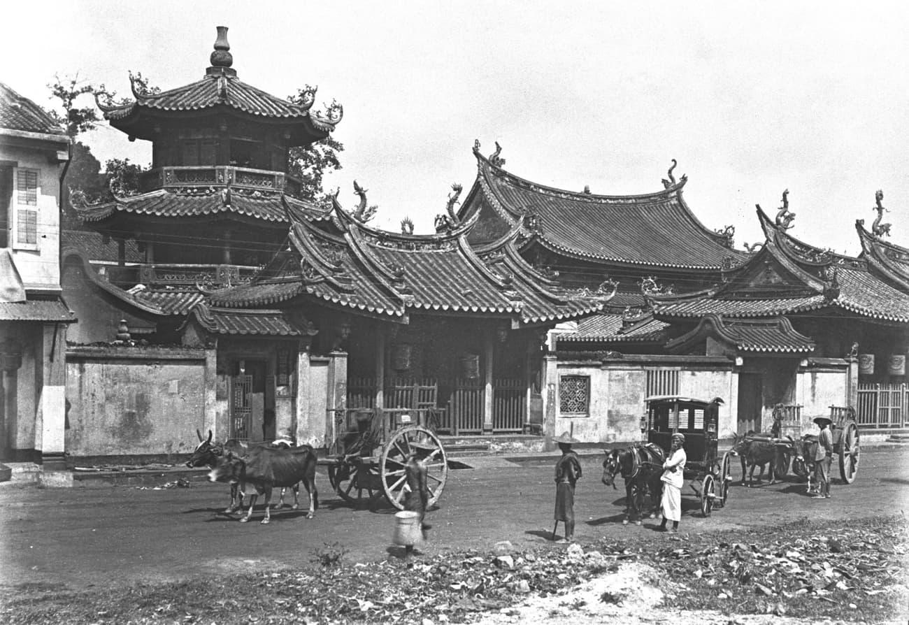 Chongwen Ge beside Thian Hock Keng Temple, 1900s