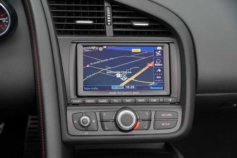 Audi R8 Spyder 5.2 V10 FSI / Akrapovic / Carbon Pack / B & O / Ceramic / Camera / Audi Exclusive / Cruise afbeelding 20