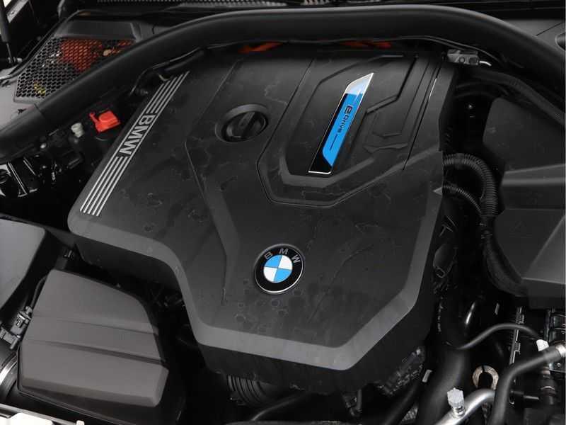 BMW 3 Serie 330e High Exe M-Sport Aut afbeelding 5