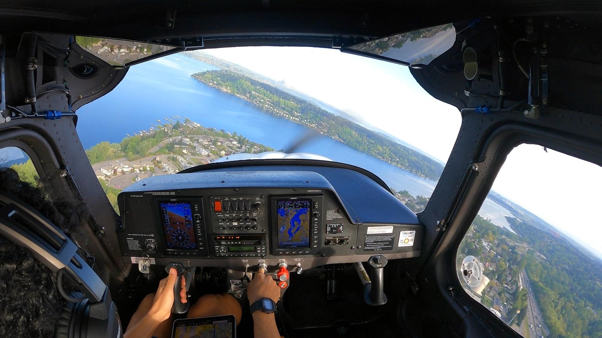 Turning base for runway 16 at KRNT