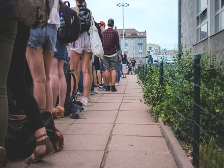 How to Form a Safe and Orderly Queue at Your Venue