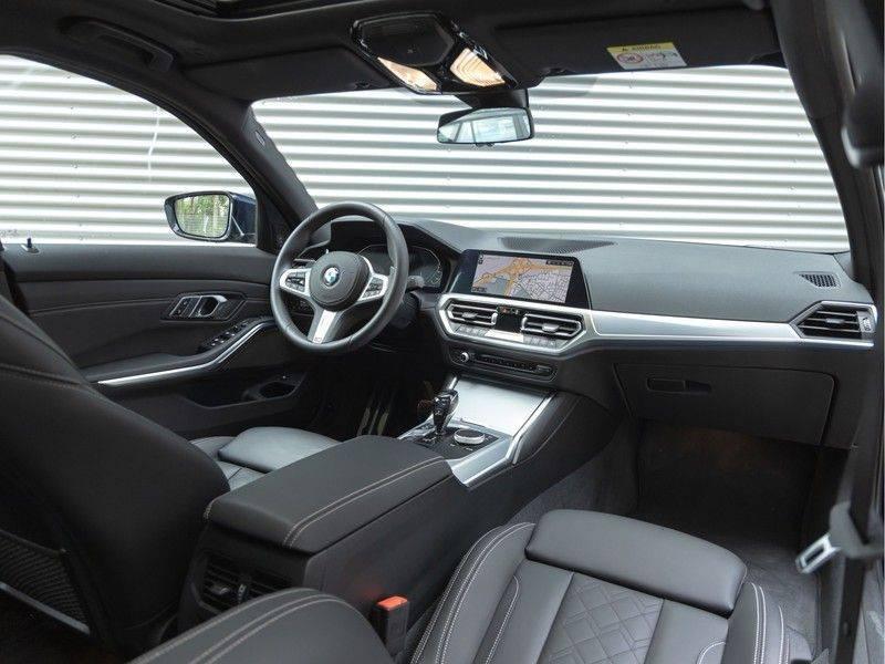 BMW 3 Serie 330e M-Sport - Individual - Dak - ACC - Harman Kardon - Trekhaak afbeelding 3