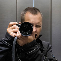 Timo Anttila with camera Sony A6400