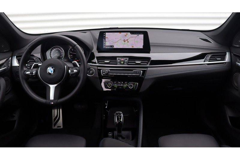 BMW X1 xDrive20i High Executive M Sport Panoramadak, Head-Up Display, Leder, Trekhaak afbeelding 5