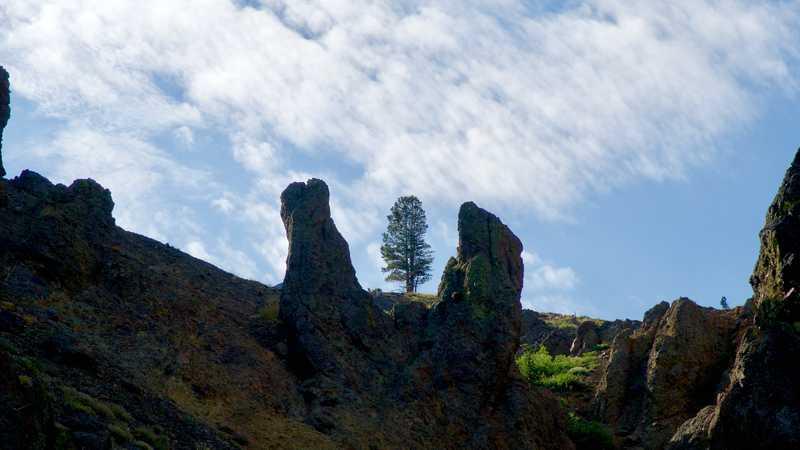 Rocks that look like Stonehenge