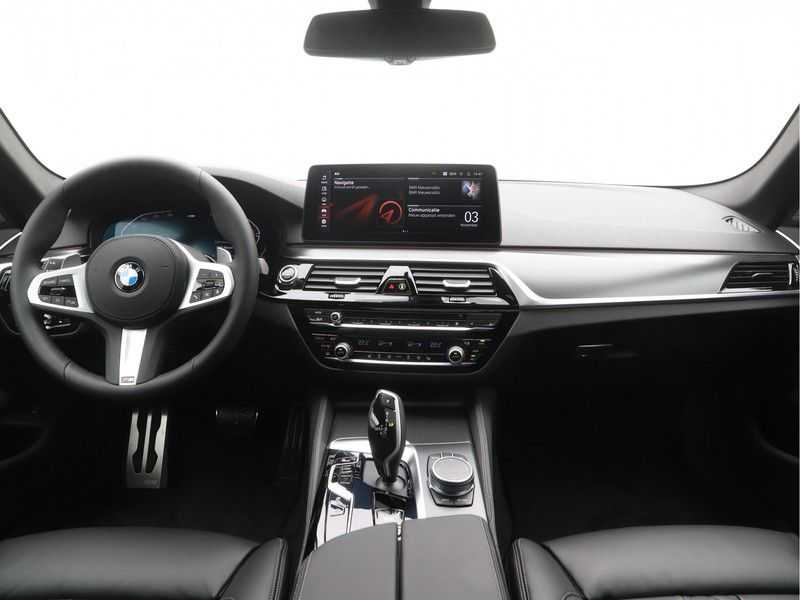 BMW 5 Serie Touring 530i Launch Edition M-Sport Automaat afbeelding 17