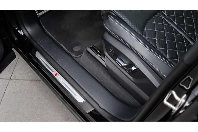 Audi Q8 55 TFSI quattro S-Line, Panoramadak, B&O, Massage, Ruitstiksel, Trekhaak afbeelding 8