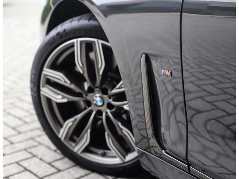 BMW 7 Serie M760Li xDrive *Dravit grey*Executive seats*Sky Lounge*Full option* afbeelding 6
