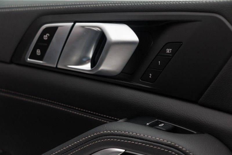 "BMW X5 M40i xDrive 340pk Panoramadak VirtualCockpit ShadowLine Sportleder+Memory Head-Up HarmanKardon Luchtvering Laserlicht AmbientLight Keyless Sportuitlaat 22"" 360Camera ParkAssist Pdc afbeelding 16"