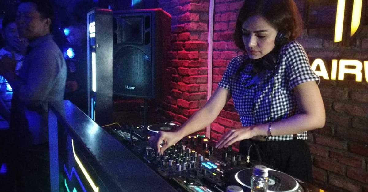 DJ Yasmin, Dara Manis Yang Jago Mengolah Musik Disko
