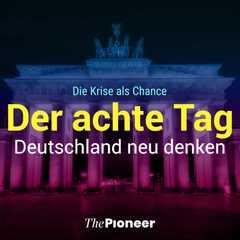 Gelber Schriftzug 'Der Achte Tag' vor dem Brandenburger Tor bei Nacht.