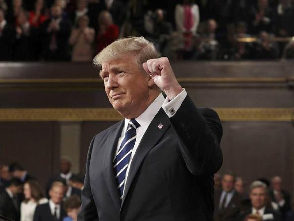 트럼프, 합동연설동안 '트윗 300만개 기록'
