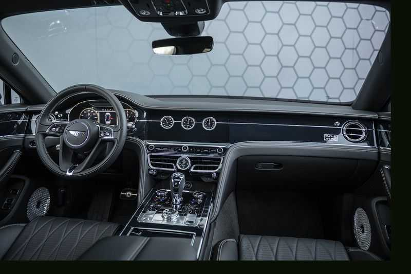 Bentley Flying Spur 6.0 W12 FIRST EDITION MY 2021 NAIM + Mulliner + Touring Spec + Head-Up + Bentley Rotating Display + Onyx Pearl / Beluga + Full Option + afbeelding 2